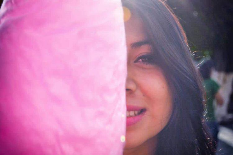 woman-smiling-at-daytime