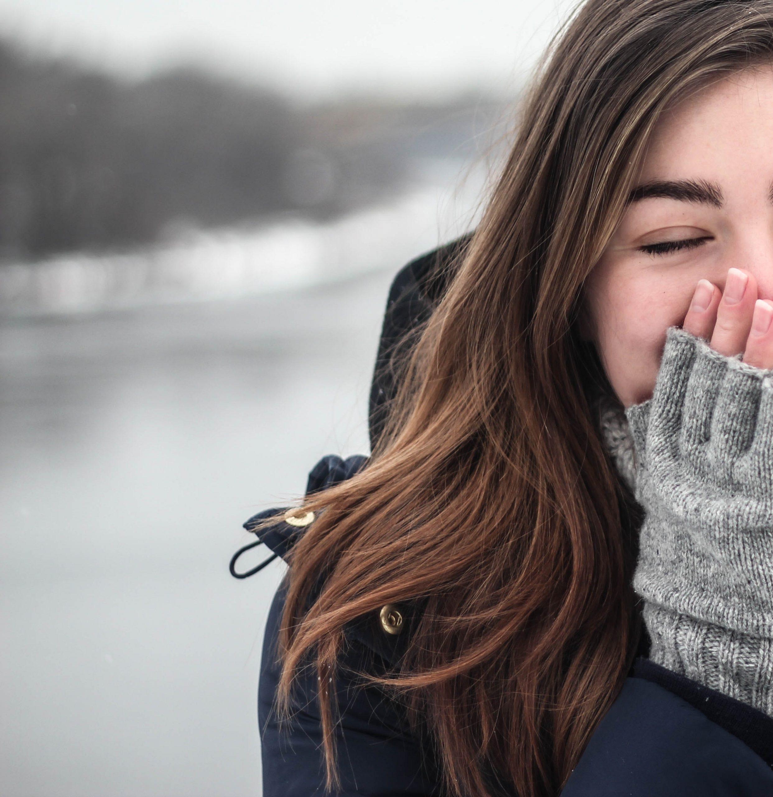 woman-winter-perfume